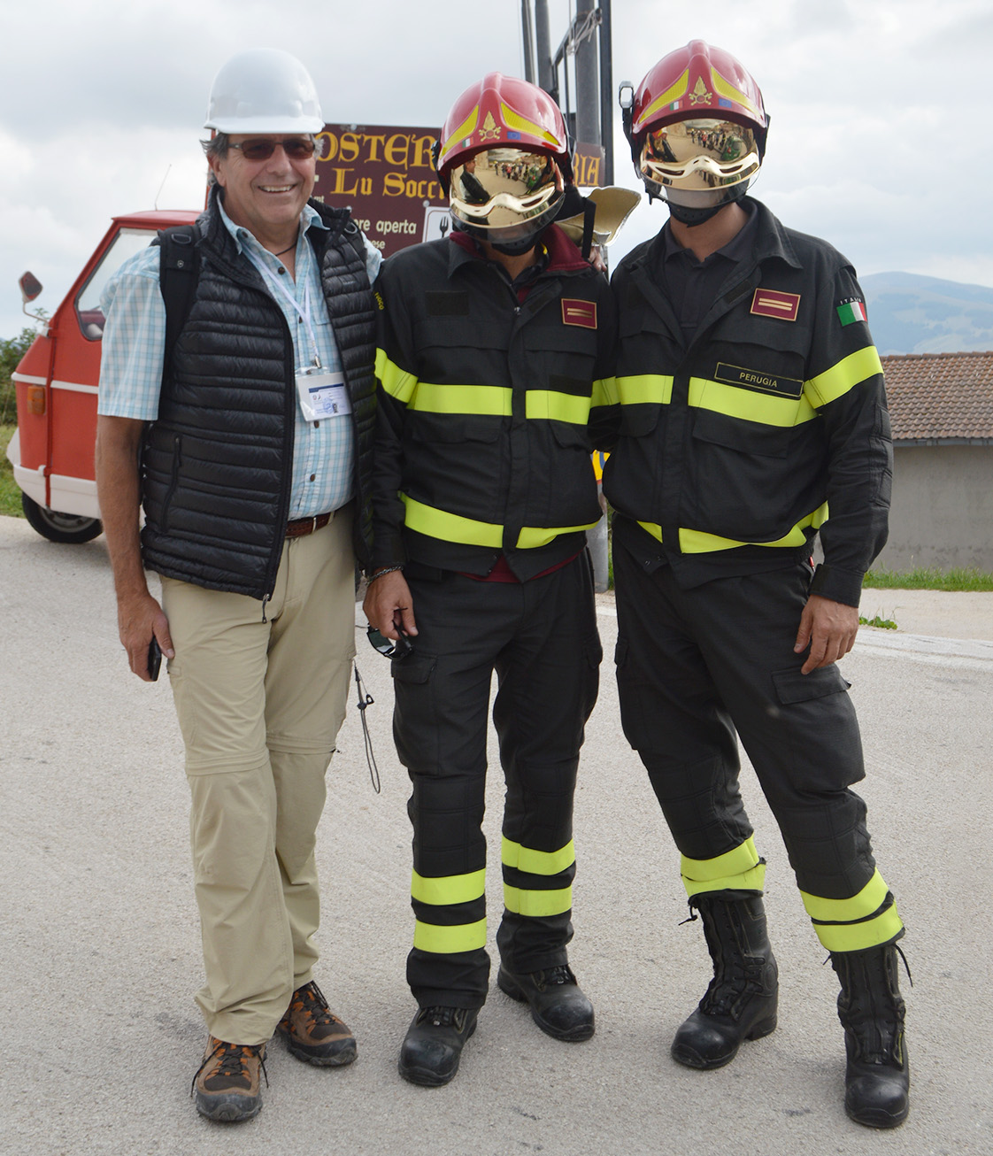 Richard Dreyer of Holmes Structures with Italian firefighters