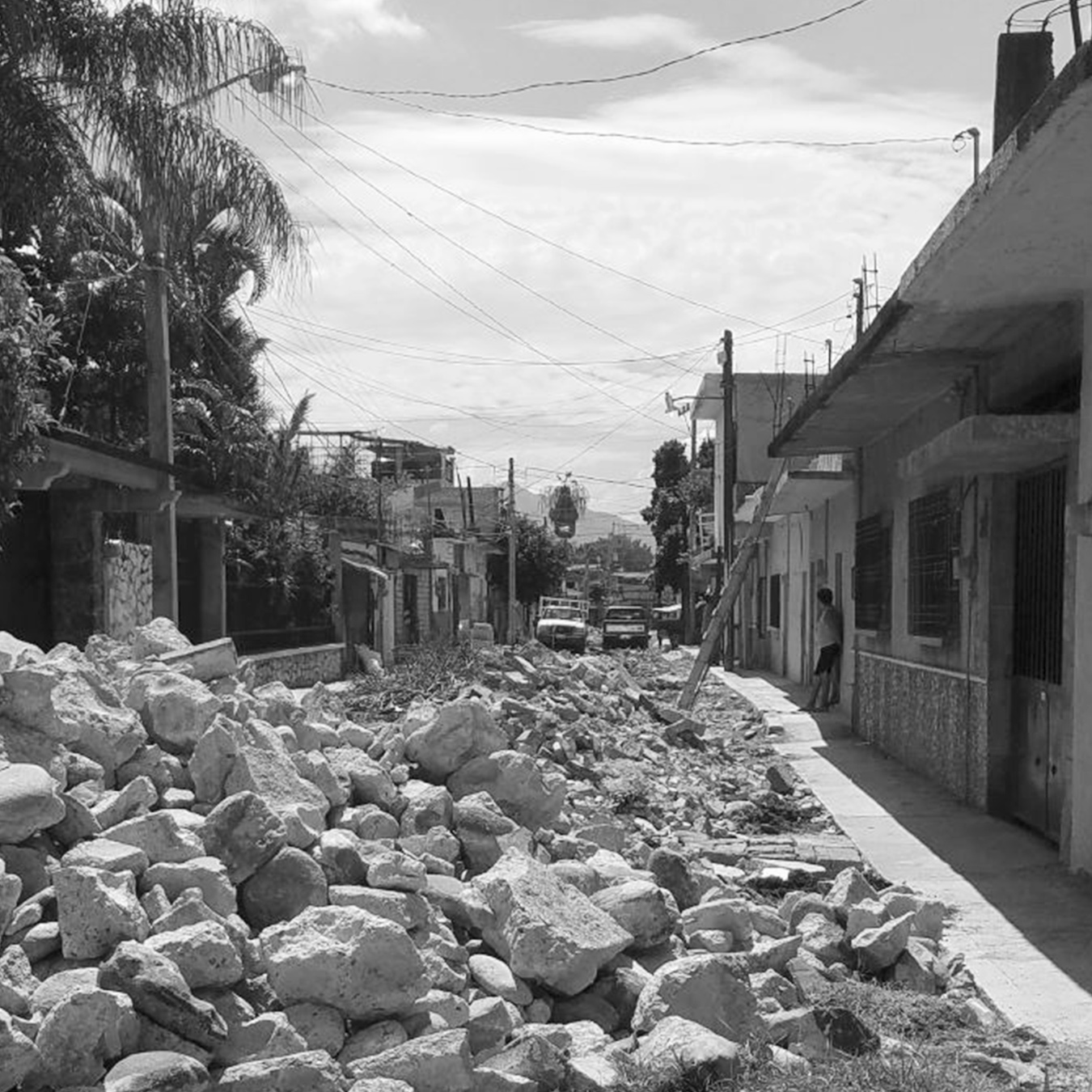 Central-Mexico-Earthquake-Rubble-in-Street