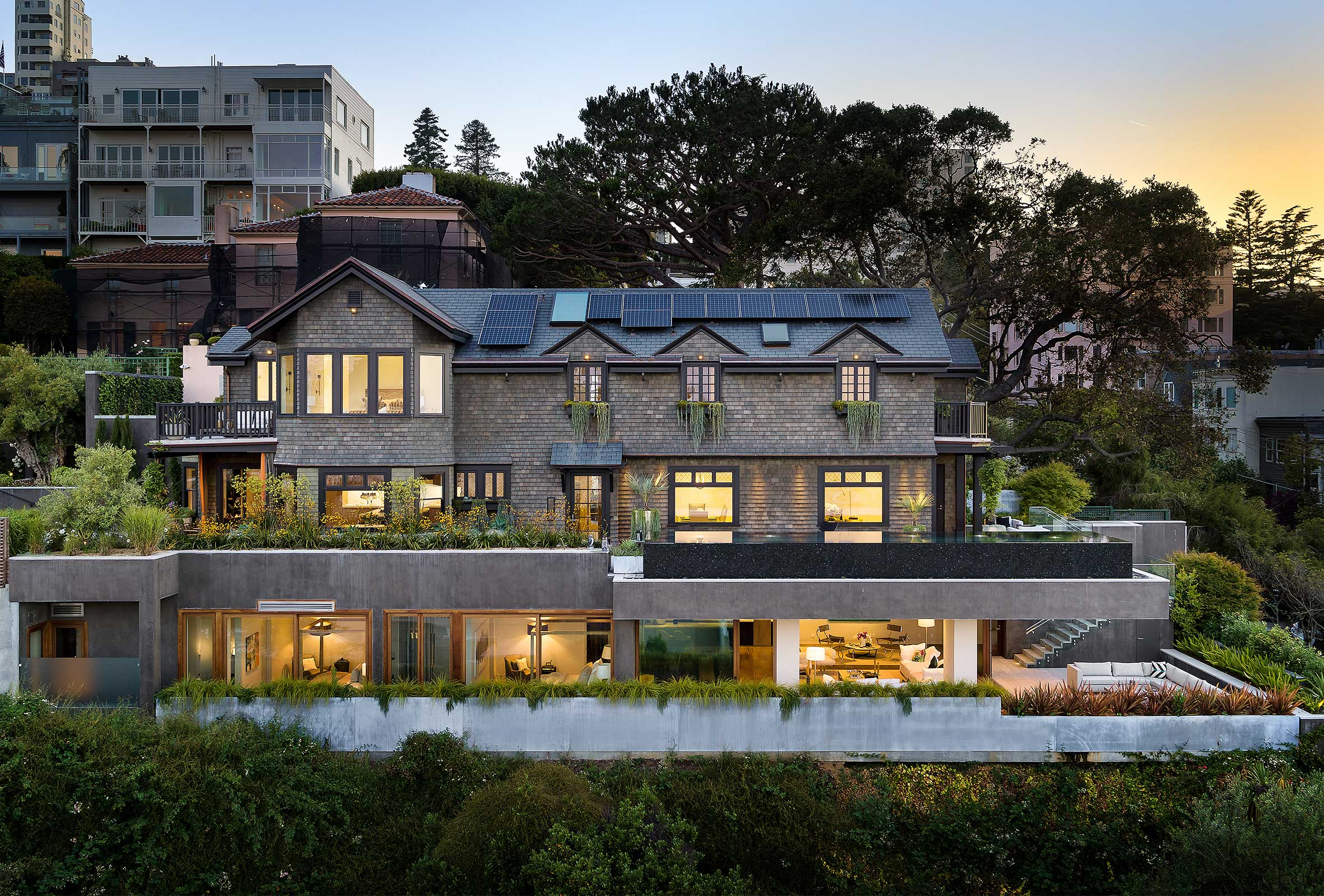 950 Residence Profile on San Francisco Hillside with Dramatic Cantilevers at Sunset
